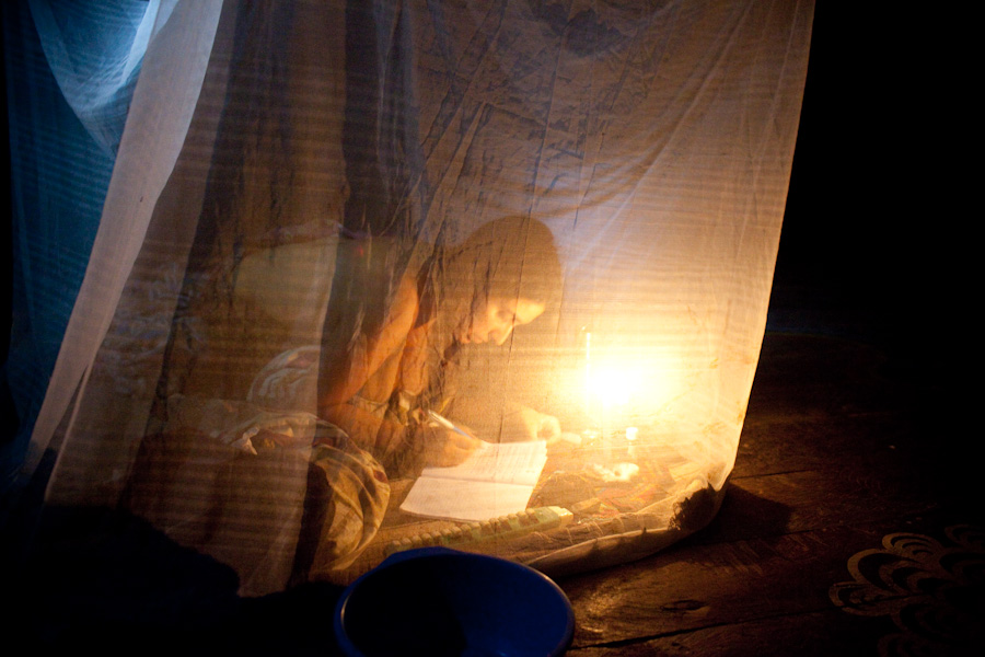 participant in the master plant dieta under the mosquito net